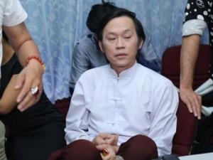 Hoài Linh phờ phạc chạy show quá 12h đêm
