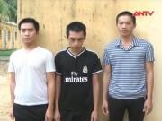 Video An ninh - Cảnh sát bắn chỉ thiên vẫn bị côn đồ ném đá tới tấp