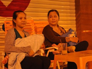 Tin tức Việt Nam - Vượt gần 400km đưa con lên Sài Gòn tiêm chủng