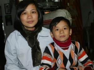 Bạn trẻ - Cuộc sống - Xúc động cô giáo buôn đồng nát chữa ung thư cho chồng