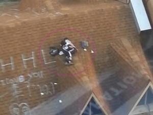 Bạn trẻ - Cuộc sống - Sốc: Cặp học sinh kéo nhau lên mái nhà tỏ tình