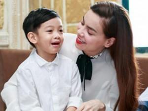 Đời sống Showbiz - Facebook sao 29/12: Hà Hồ bình yên bên 'anh ấy'