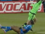 Bóng đá - Drogba ôm chân thủ môn gây cười nhất năm ở Mỹ