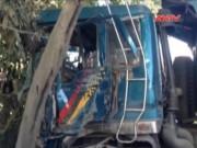 Video An ninh - Xe ben tông 3 xe tải, cán nát 1 xe máy, đâm vào nhà dân