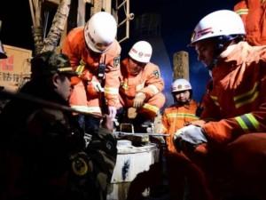 Thế giới - 8 thợ mỏ TQ sống sót kỳ diệu sau 5 ngày bị chôn vùi