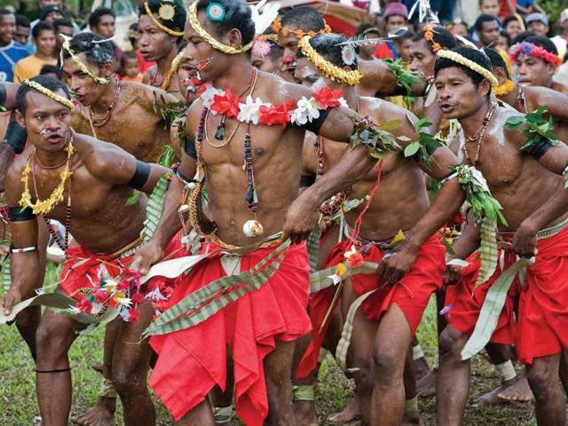 Chuyện lạ hot nhất năm: Quốc đảo đàn ông bị cưỡng bức