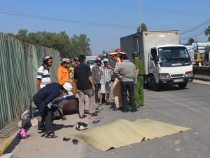 Tin tức trong ngày - Tránh lô cốt xây dựng, 2 bà cháu bị container đâm chết