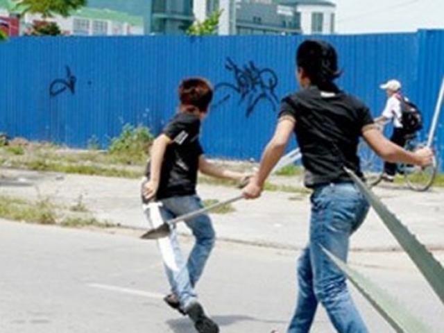 Can ngăn đánh nhau, một học sinh bị đâm trọng thương