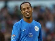 "Ronaldinho  "" trên tài ""  Zidane, Pele, Maradona"