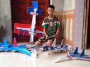 Tin tức trong ngày - Nam sinh chế mô hình Su-37 lao vun vút trên bầu trời