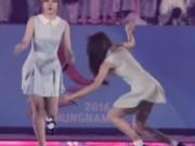 Ca nhạc - MTV - 3 lần ngã sõng soài, ngọc nữ Hàn vẫn hát nhảy rất sung