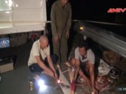 Tai nạn giao thông - Ôtô lấn làn tông 2 vợ chồng rơi xuống vực tử vong