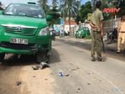 Vượt ẩu, người nước ngoài bị taxi cán chết