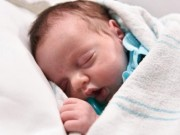 Sức khỏe đời sống - Kỳ diệu em bé được sinh 2 lần để cứu sống khỏi ung thư
