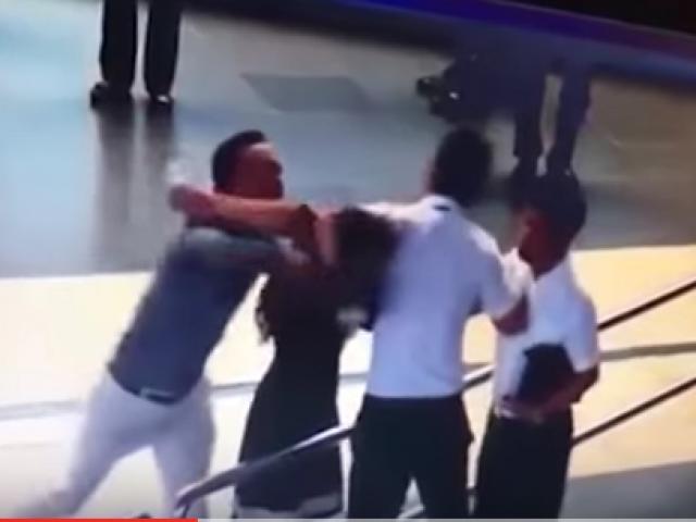 Không khởi tố vụ nữ nhân viên hàng không bị đánh