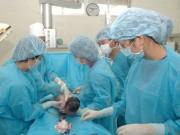 Sức khỏe đời sống - Trẻ sơ sinh bị gãy chân khi mổ đẻ: Bộ Y yêu cầu làm rõ