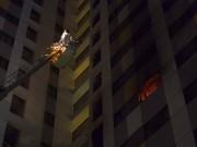 Tin tức trong ngày - HN: Cháy chung cư cao tầng, dân tháo chạy trong đêm