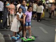 Tin tức trong ngày - HN hạn chế du khách đi xe điện cân bằng ở phố đi bộ