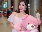 Nguyễn Loan khoe vai trần ở sân bay ngày trở về