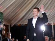 Phim - Brad Pitt cười gượng gạo trong ngày ra mắt phim
