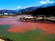 """Phi thường - kỳ quặc - Dòng sông """"máu"""" bí ẩn ở Trung Quốc"""