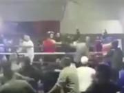 """Thể thao - Boxing: """"Ngứa mắt"""", khán giả """"đánh hội đồng"""" võ sĩ"""