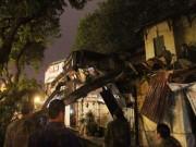 Tin tức trong ngày - Hà Nội: Cây cổ thụ bất ngờ đổ vào nhà dân trong đêm