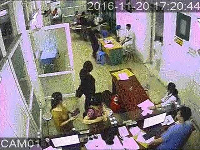 Côn đồ xông vào bệnh viện hành hung nhân viên y tế