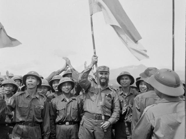Thế giới - Lãnh tụ Cuba Fidel Castro từng bật khóc bên bờ Bến Hải