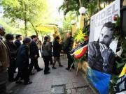 HN: Đoàn người lặng lẽ xếp hàng viếng Chủ tịch Fidel Castro