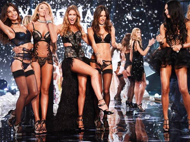 """Khoảnh khắc đẹp """"đứng hình"""" của Victoria's Secret Show"""