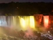 Du lịch - Ngắm thác nước Niagara hùng vĩ đổi màu kỳ ảo