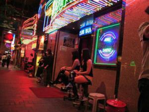 Thế giới ngầm bên trong các động mại dâm