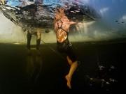 Kỷ lục liều mạng: Lặn 50m xuống nước băng giá