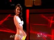 """Thời trang - Đằng cấp trình diễn bikini """"nảy lửa"""" của Venezuela tại Miss Universe"""