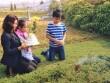 Vợ con và fan đến viếng mộ, mừng sinh nhật Trần Lập
