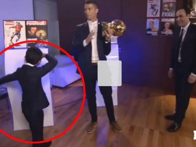 Bóng đá - Ronaldo đoạt Quả bóng Vàng, đi giày vàng ròng thi đấu