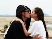 Khánh My hôn say đắm trai đẹp trong phim của Hoài Linh