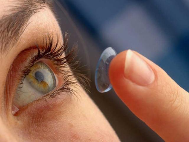 Nguy cơ bị mù vì làm đẹp bằng kính áp tròng