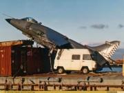 Thế giới - Cú hạ cánh triệu USD xuống tàu hàng của tiêm kích Anh