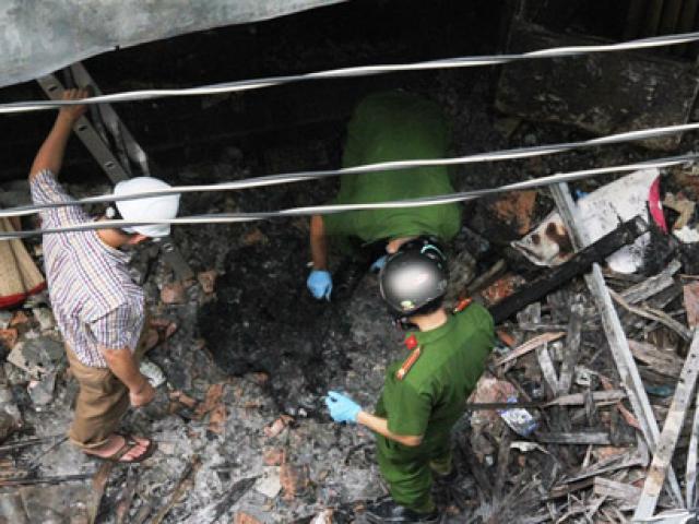 """Vụ cháy 6 người chết ở SG: """"Xới tung"""" hiện trường tìm manh mối"""