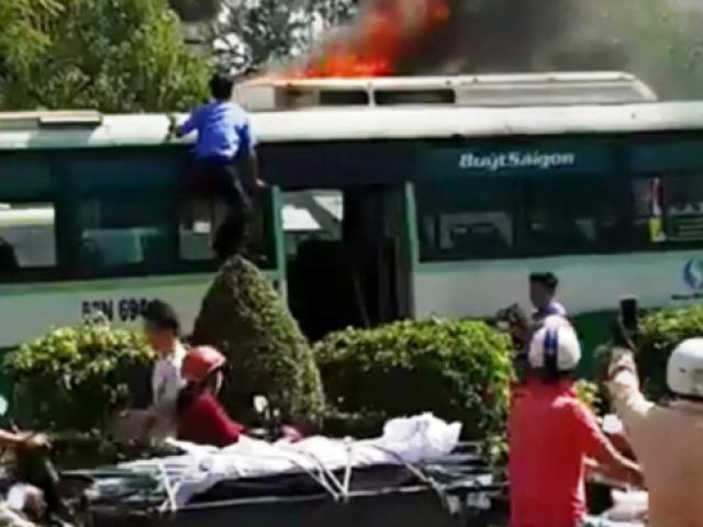 Xe giường nằm bốc cháy dữ dội trong đêm, gần 40 hành khách kêu gào - 2
