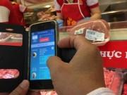 """Thị trường - Tiêu dùng - Nhiều người không biết """"soi"""" thịt heo bằng smartphone là gì!"""