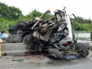 """Tin tức trong ngày - Tai nạn liên tiếp trên dốc cầu """"tử thần"""", người đi đường khiếp sợ"""