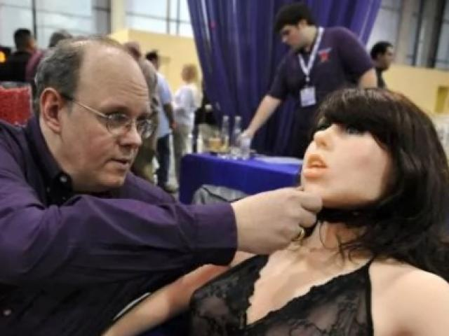 Robot tình dục không khác gì người: Có đáng sợ?