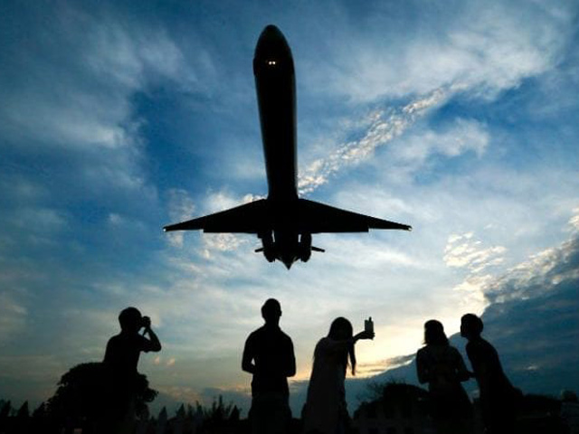 Hacker có thể kiểm soát máy bay và làm những việc không tưởng