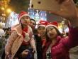 Người Hà Nội đổ về trung tâm đón Noel