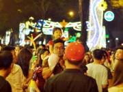 """Ảnh: Người Sài Gòn  """" hành xác """"  trong đêm Noel"""