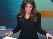 Bạn trẻ - Cuộc sống - Nữ MC gợi cảm lộ nội y trên sóng truyền hình Ý