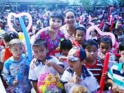 Đời sống Showbiz - Việt Hương vui trung thu với trẻ em nghèo ở Bến Tre
